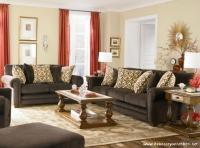Kahverengi Koltuk ve Açık Renk Duvar Boyası Tasarımı