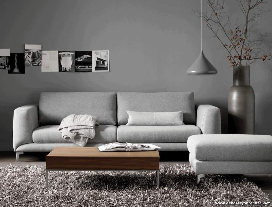 kiri gizleyen gri koltuk dekorasyon rehberiniz