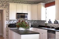 Siyah ve Beyazın Buluştuğu Mutfak Dekorasyonu