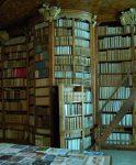 Kitaplıklarda Gizli Kapı