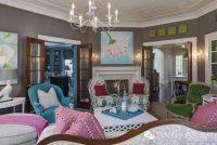Rengarenk Koltuklardan Oluşan Salon Dekorasyonu