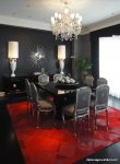 Kırmızı Halılı Siyah Yemek Odası Tasarımı