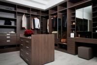 Koyu Kahve Tarzlarda Giyinme Odası