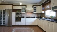 Biçimsiz Mutfakları Dekore Etmenin Farklı Yolları