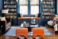 Kitaplıklı Turuncu Tonlarda Ev Dekorasyonu